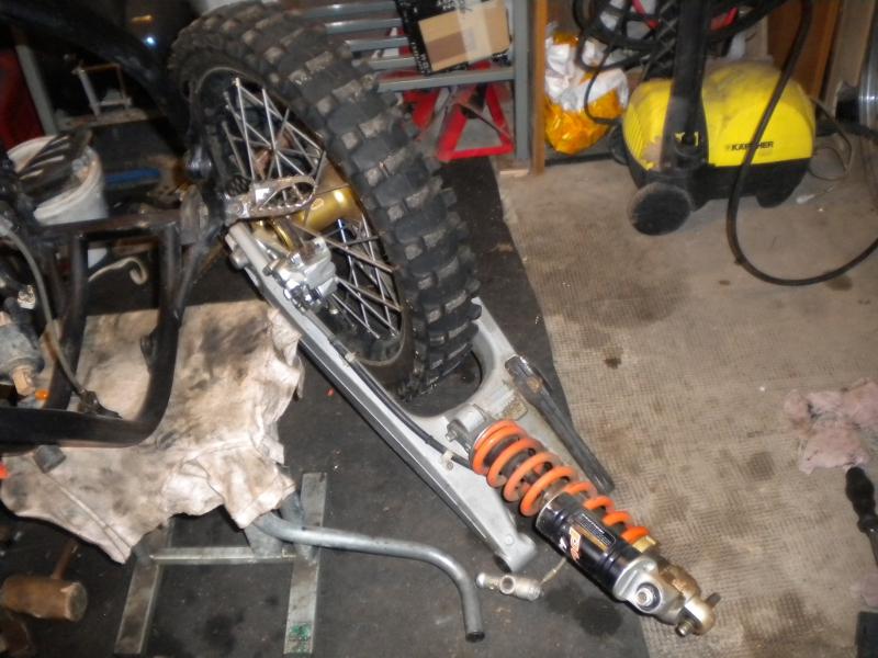 KTM 250 SXF 2006 - Partie cycle, bras oscillant, amortisseur et roue arrière