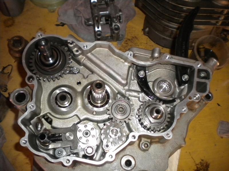 KTM 250 SXF 2006 - Partie moteur, démontage du bas moteur, embrayage, sélectionneur de vitesse, pompe eau
